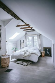 Attic bedroomFollow Gravity Home: Blog - Instagram - Pinterest -...