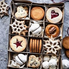 23 Gorgeous Christmas Cookies for Cooks Who Want to Impress . Holiday Baking, Christmas Baking, Christmas Food Photography, Cookie Packaging, Packaging Boxes, Milanesa, Cookie Box, Edible Gifts, Christmas Sweets
