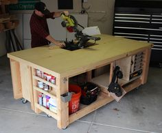DIY Mobile & Modular Workbench To Bring Your Shop to the Next Level – Gadgets and Grain Garage Workbench Plans, Workbench Stool, Building A Workbench, Workbench Designs, Mobile Workbench, Woodworking Bench Plans, Woodworking Shop, Woodworking Crafts, Workbench Ideas