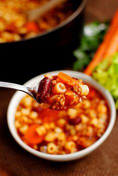 Copycat Olive Garden Pasta e Fagioli Soup | Iowa Girl Eats