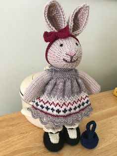 a knit and crochet community Knitting For Kids, Knitting Projects, Baby Knitting, Crochet Projects, Knitting Patterns, Knitted Bunnies, Knitted Animals, Knitted Dolls, Crochet Rabbit