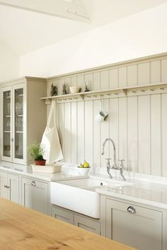 Popular Farmhouse Kitchen Cabinets Decor And Design Ideas To Fuel Your Remodel. Below are the Farmhouse Kitchen Cabinets Decor And Design Ideas To Fuel Your Remodel. This article about Farmhouse Kitchen Cabinets  New Kitchen, Kitchen Dining, Kitchen Decor, Kitchen Ideas, Kitchen Walls, Barn Kitchen, Rustic Kitchen, Cottage Kitchen Backsplash, Cream Country Kitchen