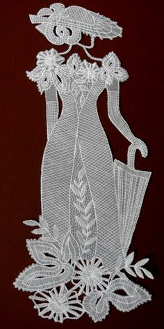 Pergamano: the art of embellishing and decorating parchment paper (or vellum) by embossing, cutting, colouring and perforating. Lace Beadwork, Parchment Design, Lace Patterns, Crochet Patterns, Origami Dress, Lace Art, Parchment Cards, Newspaper Crafts, Lacemaking
