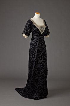 1905-1915. Black silk voided velvet evening dress with large floral and leaf motifs. Goldstein College of Design.