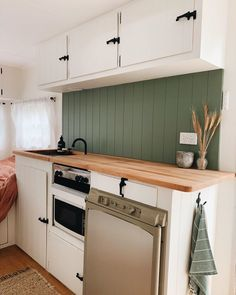 A collection of Millard caravan renovations to inspire your own DIY renovations. These Australian renovations include total gus to minor refreshes. Home Renovation, Caravan Renovation Diy, Diy Caravan, Architecture Renovation, Caravan Makeover, Retro Caravan, Caravan Ideas, Caravan Home, Caravan Bar
