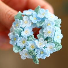 Forget-me-not brooch - granny love & others - Crochet Jewelry Patterns, Crochet Flower Patterns, Crochet Accessories, Crochet Flowers, Fabric Flowers, Blue Flowers, Crochet Bouquet, Crochet Brooch, Crochet Buttons