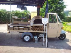 this simple my next farmers market unit! Wood Fired Oven, Wood Fired Pizza, Mobile Pizza Oven, Pizza Vans, Pizza Food Truck, Bike Food, Mobile Cafe, Mobile Food Trucks, Mobile Catering