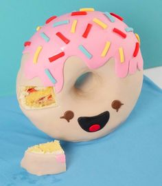donut cake ann reardon how to Chocolate Bowls, Chocolate Desserts, Vanilla Buttercream, Vanilla Cake, Donut Flavors, Cinnamon Donuts, Cake Templates, Sculpted Cakes, Vanilla Essence