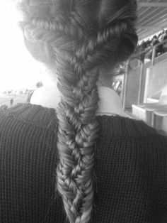 I'm guessing 3 fishtail braids braided together? I want this look. #fishtail #braid #hairstyle