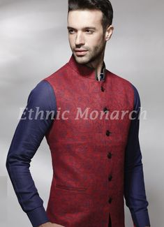 Print on jute like or linen fabric is giving a graceful look to the jacket. Slight variation in color might be possible. All other accessories are for photographic purpose.