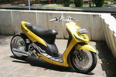 Mio Lowrider 9 Scooter Custom, Custom Bikes, Vario 150, Scooter Motorcycle, Cars And Motorcycles, Lowrider, Yamaha, Cool Cars, Scooters