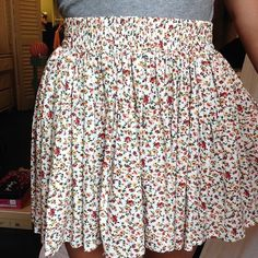 Forever 21 Floral Skirt floral, worn once, elastic waistband Forever 21 Skirts Mini