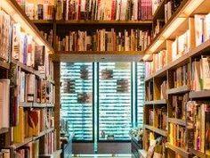 街の書店に行くとビジネス書ってたくさんありますけどどう選んだらいいのか分りませんよね そんなビジネス書の選び方を紹介します これを知りたいという明確な目的があるならそのコーナーにいけばいいし無い場合は表紙を正面に向けて棚に陳列しているものをチェックしたらいいそうです 店員さんが面白いと思う本なのでハズレがないそうですよ 本を探す際の参考にしてみてくださいね()