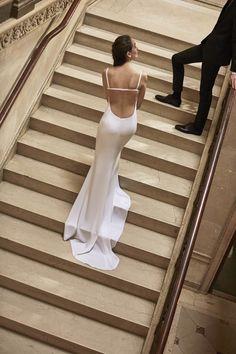 Carolina Herrera Spring 2019 Bridal Fashion Show Collection: See the complete Carolina Herrera Spring 2019 Bridal collection. Look 9 Wedding Dress Trends, Sexy Wedding Dresses, Bridal Dresses, Wedding Gowns, Formal Dresses, Bridal Show, Bridal Style, Bridal Collection, Dress Collection
