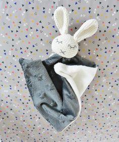 Doudou lapin dormeur gris fait main : Jeux, peluches, doudous par ligne-retro