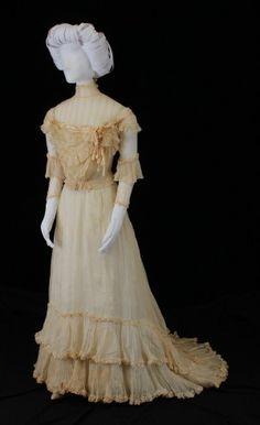 1901 Wedding Dress. Old Fashioned Wedding Dresses, Antique Wedding Dresses, Vintage Weddings, Wedding Attire, Wedding Gowns, Art Nouveau, Victorian Fashion, 1900s Fashion, Floral Gown