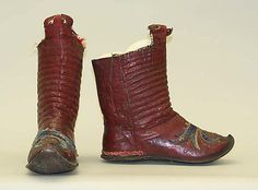 Syrian boots, of the 'körüklü'-type (with bellows).  Late-Ottoman era, northern Syria, 19th or early20th century. Leather, wool, metallic. Length: 28 cm.  (Met Museum, N.Y.)