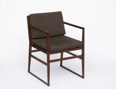 日本の中国料理界をリードしている脇屋友詞氏。 テレビや雑誌などメディアでも幅広く活躍中の脇屋シェフのお店で使用されている椅子です。