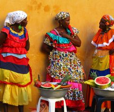 Afro-Colombian fruit sellers in Cartagena, Colombia. We Are The World, People Around The World, Colombian Spanish, Colombian Women, Colombian People, Cuban Women, Colombian Culture, Cuban Culture, Colombian Food