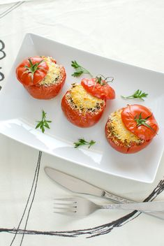 Filled tomatoes from sicilia I Love Food, Bruschetta, Baked Potato, Basil, Yummy Food, Yummy Recipes, Food Photography, Low Carb, Stuffed Peppers