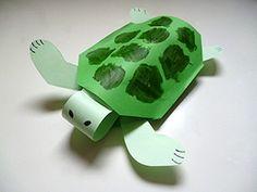 Schildpad gemaakt van papier na het beluisteren van de fabel over de schildpad en de haas.