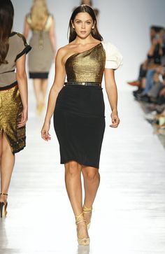 """Now THIS is the size of woman I want to see down a runway. A shame that this is """"plus size"""" in the fashion industry."""