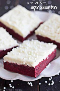 made These were ok, but I prefer normal sugar cookies and normal Red Velvet cake. Not sure I liked the combination or this cream cheese frosting recipe. Red Velvet Sugar Cookie Bars with Cream Cheese Frosting Baking Recipes, Cookie Recipes, Dessert Recipes, Just Desserts, Delicious Desserts, Yummy Food, Sugar Cookie Bars, Sugar Cookies, Cookie Icing