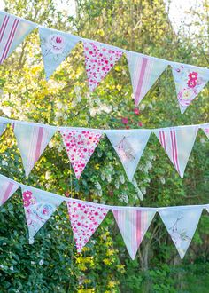 Let's make... easy peasy bunting. Got a sewing machine? And a spare afternoon? Great, get some tunes on, grab a cuppa and let's get started!