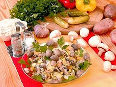 Рецепт салата из квашеной капусты и маринованных грибов