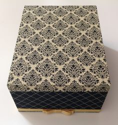 Art N Craft, Diy Box, Butcher Block Cutting Board, Home Organization, Color Combinations, Jewelry Box, Stencils, Decorative Boxes, Cool Stuff