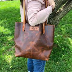 Soft Leather Handbags, Brown Leather Purses, Diy Leather Tote Bag, Leather Craft, Leather Wallet, Tote Bags Handmade, Leather Bags Handmade, Handmade Gifts, Minimalist