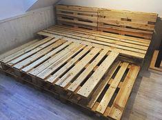 100 DIY Ideas For Wood Pallet Beds: Rehashing is budget friendly and environmentally healthy activity. So get ready to have mesmerizing wood pallet beds at your Pallet Bedframe, Wood Pallet Beds, Diy Pallet Bed, Diy Pallet Furniture, Diy Pallet Projects, Wood Pallets, Wood Furniture, Pallet Ideas, Bedroom Furniture