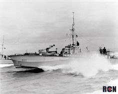 Hull Number MGB fit but with TT supports along deck side. Royal Canadian Navy, Royal Navy, E Boat, Navy Day, Fast Boats, Ww2 Photos, Naval History, Navy Ships, Battleship