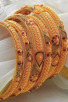 Gold Bangle Bracelet, Diamond Bangle, Bangle Set, Diamond Jewellery, Gold Necklace, Gold Bangles Design, Gold Jewellery Design, India Jewelry, Jewelry Art