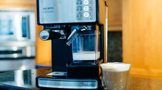 Making lattes and other cafe-style drinks is hard work, and the Mr. Coffee Cafe Barista successfully automates much of the process, but consistently pulling straight shots of quality espresso is out of this machine's reach. Cappuccino Maker, Espresso Maker, Cafe Barista, Coffee Cafe, Coffee Making Machine, Best Espresso Machine, Housekeeping Tips, Cafe Style, Smart Kitchen