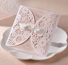 Moderne Einladungskarten Hochzeit Mit Durchloechertem Muster Und S   :  Günstige Einladungskarten Hochzeit Online  Optimalkarten