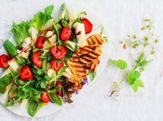 Juusto-mansikkasalaatti / Cheese and Strawberry Salad / Kotiliesi.fi
