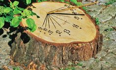 Sonnenuhr selber bauen Building a sundial yourself – man has always tried to structure his day. For this to succeed,. Garden Crafts, Garden Projects, Diy Garden, Modern Planting, Garden Modern, Garden Deco, Sundial, Garden Structures, Outdoor Projects
