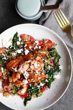 Spinach wok with baked salmon and cauliflower rice - Salad Recipes Salmon Recipes, Veggie Recipes, Quick Healthy Meals, Healthy Eating, I Love Food, Good Food, Healty Dinner, Baked Salmon, Food Inspiration