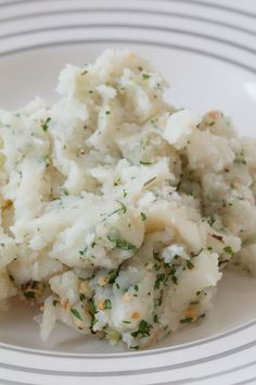 Garlic & Leek Mashed Red Potatoes I Pretty Little Pastimes Epicure Recipes, Cooking Recipes, Easy Healthy Recipes, Yummy Recipes, Drink Recipes, Recipies, Mashed Red Potatoes, Steamer Recipes, Good Food