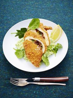 Jamie Oliver Chicken Kiev - Quality chicken stuffed with garlicky butter and crispy crumbled bacon, then coated with golden breadcrumbs – you know it's going to be good Jamie Oliver Comfort Food, Jamie Oliver Chicken, Jaime Oliver, Chicken Kiev Recipe, Chicken Recipes, Cooking Recipes, Game Recipes, Party Recipes, Recipies
