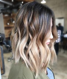 35 Balayage Hair Color Ideas for Brunettes in The French hair coloring technique: Balayage. These 35 balayage hair color ideas for brunettes in 2019 allow to achieve a more natural and modern eff., Balayage Source by shortpixiecut Creamy Blonde, Ombré Hair, Hair Dye, Hair Ponytail, Brown Blonde Hair, Short Blonde, Blonde Streaks, Short Ombre, Dark Brown To Blonde Balayage