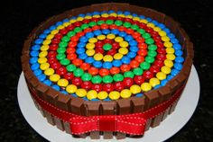 This Kit Kat Cake recipe begins with chocolate cake. It's surrounded by Kit Kat Candy Bars, wrapped with a ribbon and topped with M&M's. Cakes To Make, How To Make Cake, Food Cakes, Cupcake Cakes, Mnm Cake, Torta Kit Kat, Cake Wallpaper, Best Cake Ever, Cake Recipes