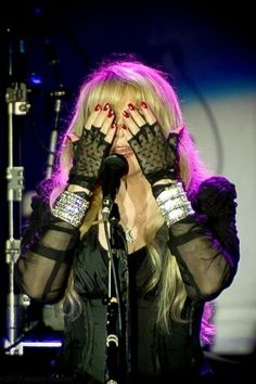 Stevie onstage  ~ ☆♥❤♥☆ ~   playing peek-a-boo