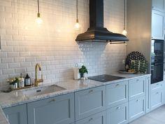 Interior Design Living Room, Living Room Decor, Bedroom Decor, Modern Grey Kitchen, Clever Design, Bathroom Styling, Kitchen Remodel, Kitchen Decor, Kitchen Cabinets
