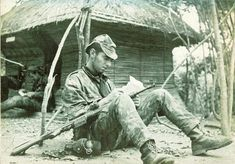 Portuguese soldiers resting during patrol - African Colonial War 1961/74