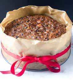 mbakes: Stir Up Sunday Christmas Cake Part 1 Mini Christmas Cakes, Christmas Desserts, Christmas Recipes, Baking Recipes, Cake Recipes, British Desserts, New Year's Cake, Gingerbread Cake, Cake Bars