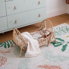 Bonita cuna de juguete en ratán y mimbre trenzados a mano. Estilo Boho, Bassinet, Rattan, Toddler Bed, Nursery, Bedroom, Furniture, Home Decor, Handmade Toys