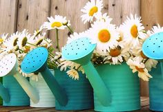 Love these turquoise watering cans! Perfect for simple shasta daisies.