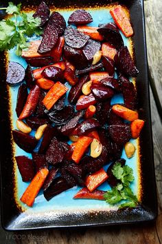 Roasted Beets and Carrots with Feta - Craving Tasty Beet Salad Recipes, Vegetable Recipes, Vegetarian Recipes, Cooking Recipes, Healthy Recipes, Cooking Vegetables, Vegetable Salad, Smoothie Recipes, Healthy Food